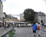 Paris august 19,2013-Sightseeing turnerar drevet i Montmartre område i Paris Arkivbild