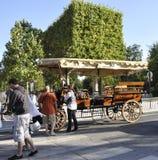 Paris august vagn 20-Beautiful i Paris Arkivfoton