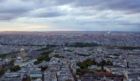 Paris avant coucher du soleil Image stock