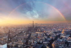 Paris avec l'arc-en-ciel - horizon Photographie stock