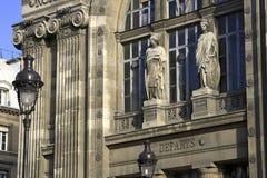Paris-Bahnstation mit Leuchte Lizenzfreie Stockfotos