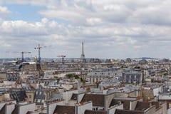 Paris am bewölkten Sommertag Lizenzfreie Stockfotografie