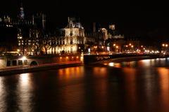 Paris bis zum Nacht lizenzfreie stockfotos