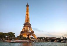 Paris cityscape med Eiffel står hög Fotografering för Bildbyråer