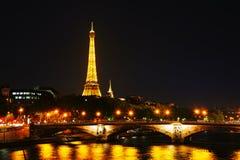 Paris cityscape med Eiffel står hög Royaltyfri Foto