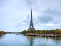 Paris cityscapepanorama med Eiffeltorn Royaltyfri Bild