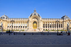 PARIS 14 DE AGOSTO: A fachada em agosto 14,2009 do Petit Palais em Paris, França. foto de stock