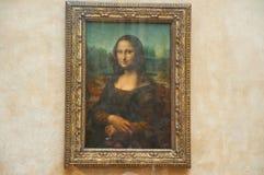 PARIS - 16 DE AGOSTO: Mona Lisa pelo artista italiano Leonardo da Vinci no museu do Louvre, o 16 de agosto de 2009 em Paris, Franç fotografia de stock