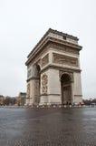 PARIS 10 DE JANEIRO: Arc de Triomphe em janeiro 10,2013 em Paris Fotografia de Stock Royalty Free