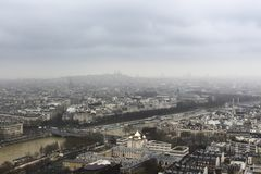 Paris - de Tour Eiffel - d'urbain ci-dessus, de ciel et de bâtiments images libres de droits