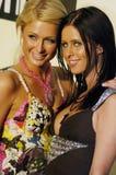 Paris e Nicki Hilton no tapete vermelho Foto de Stock