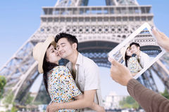 Paris eiffel tower romantic couple kissing Stock Image