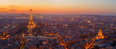 Paris, Eiffelturm, an der Abendsonnenuntergang-Blaustunde Ansicht von Montparnasse Lizenzfreies Stockfoto