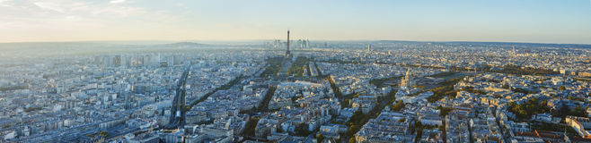 Paris, Eiffelturm, an der Abendsonnenuntergang-Blaustunde Ansicht von Montparnasse Stockbilder
