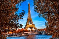 Paris-Eiffelturm und Fluss die Seine in Paris, Frankreich lizenzfreies stockbild
