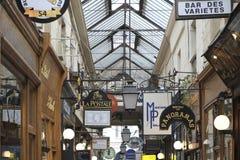 Paris-Einkaufssäulengang Stockfoto