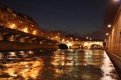 Paris em a noite - ponte sobre Seine Fotografia de Stock Royalty Free