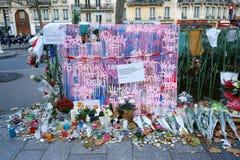 Paris en pleurant des massacres de Bataclan Photos stock