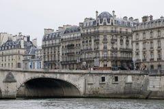 Paris et le fleuve Seine photographie stock libre de droits