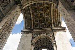 paris för ärke- stadsdagliggande soligt triumphal specificera paris france Arkivbild