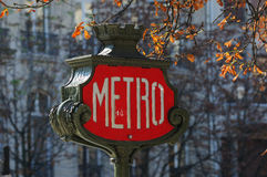 paris för 2 metro tecken Royaltyfria Foton
