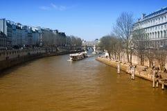 paris flod sena Arkivbilder