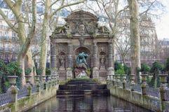 Paris, a fonte de Medici é um fom da fonte os jardins de Luxemburgo Foto de Stock Royalty Free