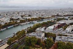 Paris från Eiffel står hög Royaltyfri Foto