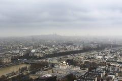 Paris från ovannämnda - från Eiffeltorn - Urban, himmel och byggnader royaltyfria bilder