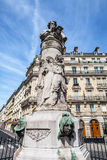 PARIS, FRANÇA - 30 DE AGOSTO DE 2015: Esculturas de bronze do parque de Paris da pessoa famosa Foto de Stock