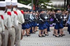 Paris, França - 14 de julho de 2012 Os soldados da legião estrangeira francesa marcham durante a parada militar anual Foto de Stock Royalty Free