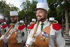 Paris, França - 14 de julho de 2012 Os soldados da legião estrangeira francesa marcham durante a parada militar anual em Paris Imagem de Stock