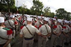 Paris, França - 14 de julho de 2012 Os soldados da legião estrangeira francesa marcham durante a parada militar anual em Paris Fotografia de Stock