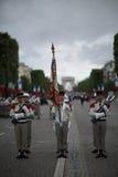 Paris, França - 14 de julho de 2012 Os soldados marcham durante a parada militar anual em honra do dia de Bastille em Paris Imagens de Stock