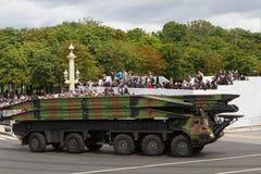 Paris, França - 14 de julho de 2012 Procissão do equipamento militar durante a parada militar em Paris Fotografia de Stock