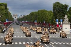 Paris, França - 14 de julho de 2012 Procissão do equipamento militar durante a parada militar em Paris Foto de Stock Royalty Free