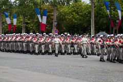 Paris, França - 14 de julho de 2012 A procissão dos legionários durante a parada militar no Champs-Elysees em Paris Foto de Stock