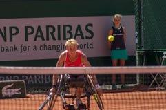 PARIS, FRANÇA - 10 DE JUNHO DE 2017: Cadeira de rodas fi da mulher de Roland Garros Fotos de Stock