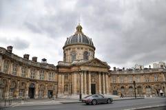 PARIS, FRANÇA 7 DE JUNHO DE 2011: A construção clássica de Institut de France fotos de stock