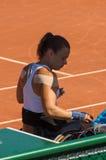 PARIS, FRANÇA - 10 DE JUNHO DE 2017: A mulher de Roland Garros dobra a roda Imagem de Stock Royalty Free