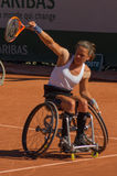 PARIS, FRANÇA - 10 DE JUNHO DE 2017: A mulher de Roland Garros dobra a roda Fotografia de Stock