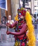 Paris, França 28 de junho de 2015: O dançarino não identificado do carnaval tropical em Paris, França Foto de Stock