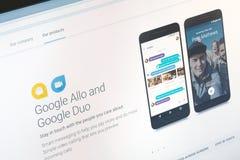Paris, França - 14 de junho de 2017: O close-up em Google pedidos Allo e do duo para telefones de Android e tabuletas Google é um Imagem de Stock Royalty Free