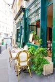 PARIS, FRANÇA - 26 de junho: Opinião a da rua de Graben dos turistas a pé Fotografia de Stock