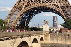 PARIS, FRANÇA - 24 DE JUNHO DE 2017: Vista da torre Eiffel famosa em Paris france Fotos de Stock Royalty Free