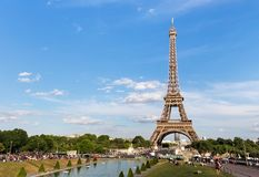PARIS, FRANÇA - 24 DE JUNHO DE 2017: Vista da torre Eiffel de Lugar de Trocadero Fotografia de Stock Royalty Free