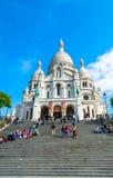 Paris, França - 27 de maio de 2015: Basílica de Sacre Coeur em Paris no dia com o céu brilhante azul Fotos de Stock Royalty Free
