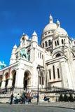 Paris, França - 27 de maio de 2015: Basílica de Sacre Coeur em Paris no dia com o céu brilhante azul Imagens de Stock Royalty Free