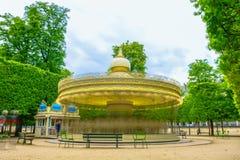 Paris, França - 2 de maio de 2017: Opinião longa da exposição do carrossel Imagem de Stock