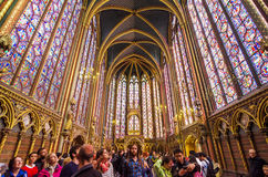 Paris, França - 14 de maio de 2015: Visita Sainte Chapelle dos turistas em Paris, França Imagens de Stock